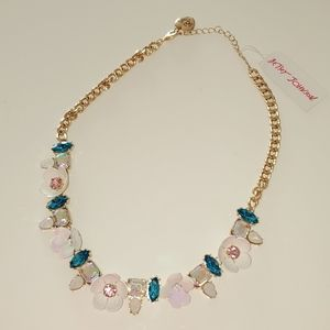 NWT Betsey Jonhson Floral Necklace Gold